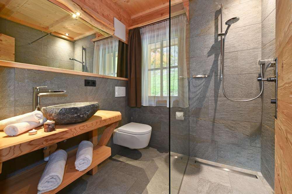 chalet-01-zimmer1-dusche